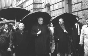 22 dicembre 1989 il cancelliere Helmut Kohl con il sindaco di Berlino Walter Momper - foto: G. Schaefer